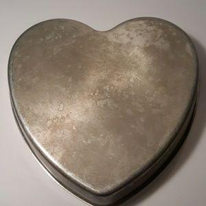 "Vintage Mirro Heart shaped 9""wide Cake pan#1180M"